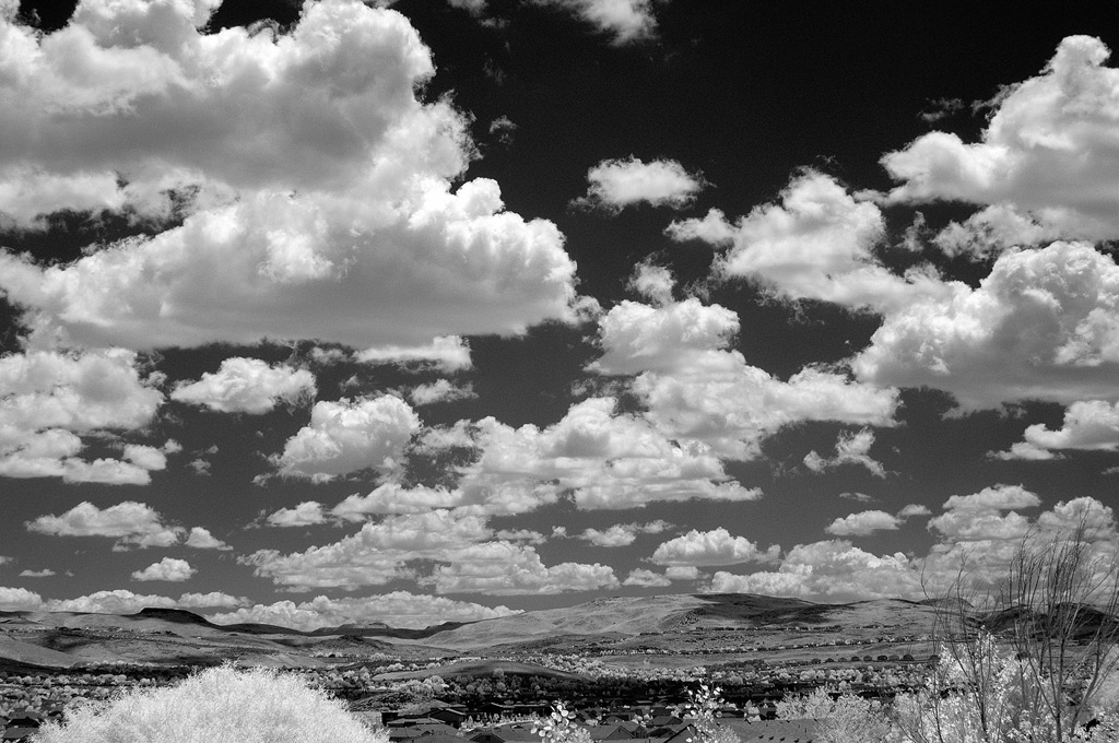 Infrared clouds: no contrails, Andrew D. Barron©6/9/11