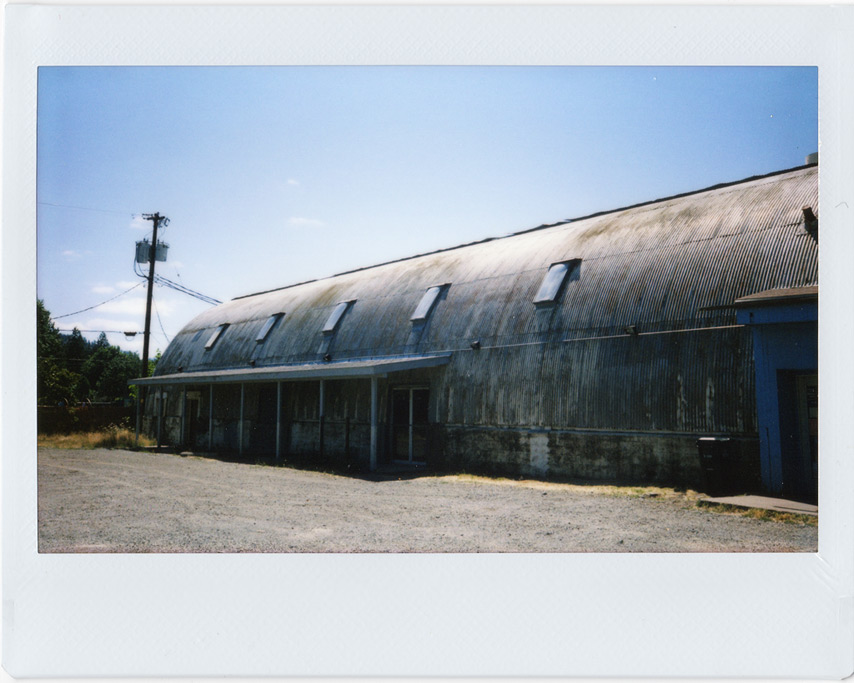Cave Junction quonset building, Andrew D. Barron©7/20/11
